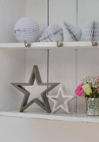 Set of mango wood freestanding stars on shelves