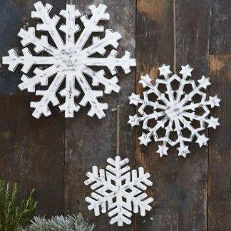 Set of 3 white wooden snowflakes